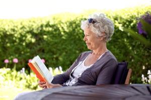 Las personas que leen libros viven más tiempo que las que no leen