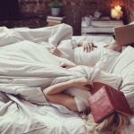 Leer un libro antes de dormir es extremadamente beneficioso para ti