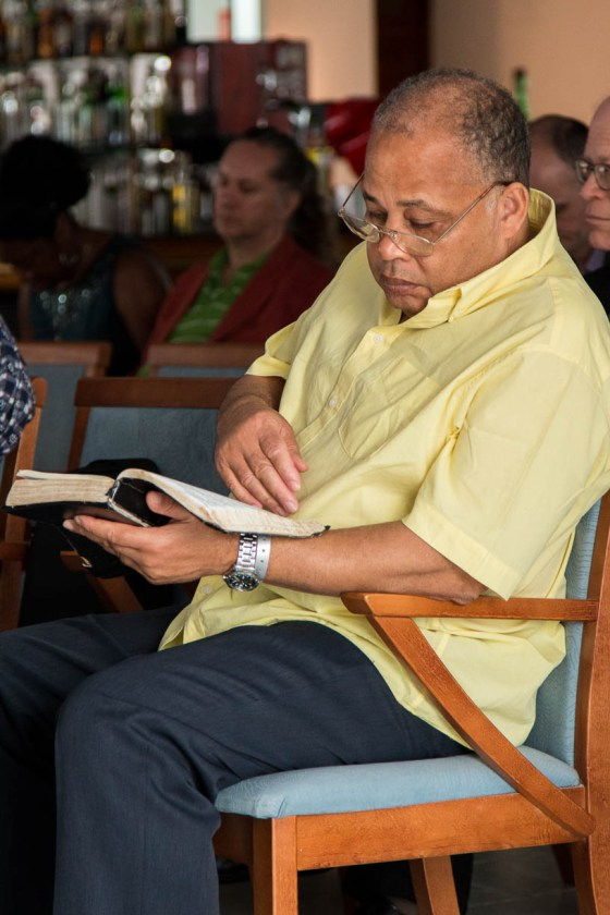 Retiro 2015 Tom leyendo Biblia