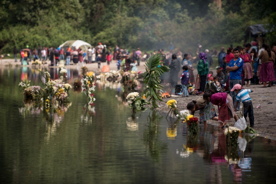 People gather for religious celebrations in lake Chicabal. Photo: Santiago Billy/Comvite