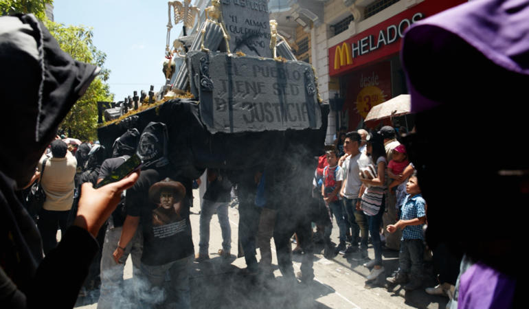 "Students of the Universidad San Carlos de Guatemala carry a procession with skeletons during the ""Huelga de Dolores"". Photo: Hyungsup Kim/Comvite"