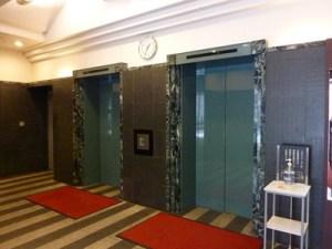 オフィス用エレベータで12階までお越しください。