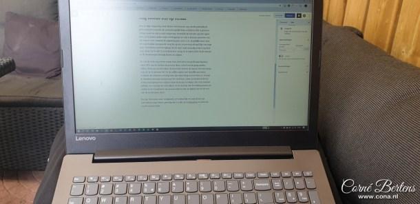 Heerlijk buiten op de loungeset mijn blog schrijven