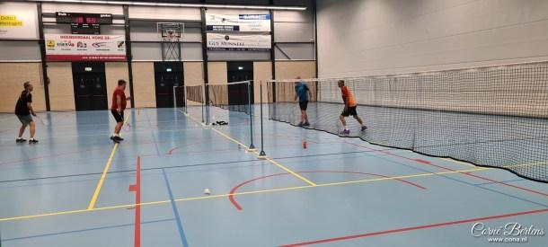 Badmintonnen met vrienden