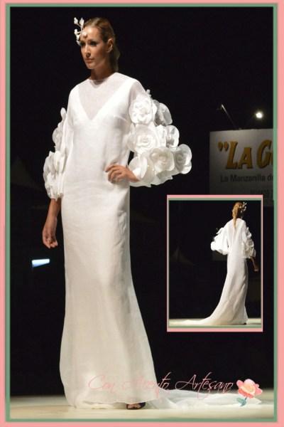 Manga de flores en traje de novia de Juana Martin