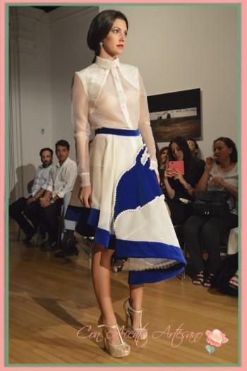 Transparencias y asimetria en falda blanca de Airam Beige en La Noche en Blanco Sevilla