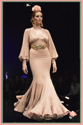 Traje de flamenca en tono maquillaje de Pilar Rubio
