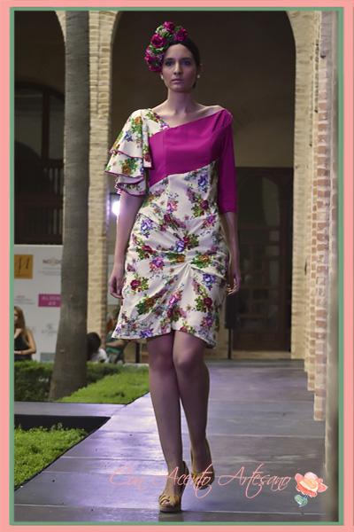 Vestido de flores asimétrico de Alegna