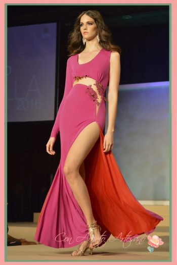 Vestido de noche en buganvilla de Manuel Odriozola en Miss World Sevilla 2016