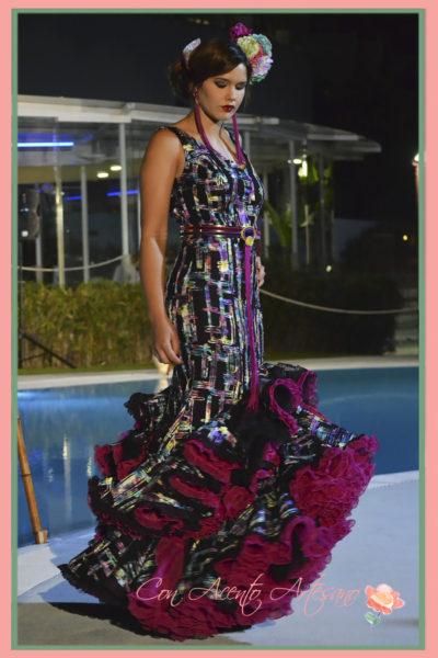 Vestido de flamenca negro con estampado geométrico en color de Melisa Lozano