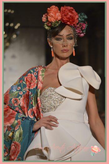 Mantón bordado de Foronda y traje de novia Roberto Díz colección 2017