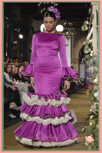 Vestido de flamenca en seda morada con volantes al hilo de Cloe