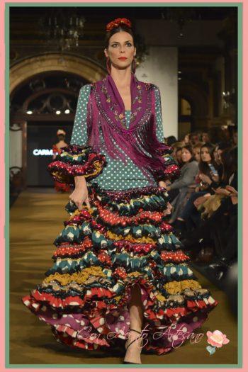 Traje de flamenca de talle alto y volantes pequeños de Carmen Fitz