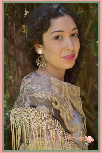 Mantón brocado y flecado en oro para novias de MaLuz