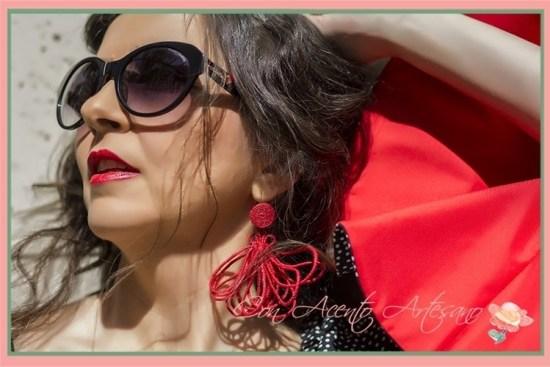 Labial rojo para un estilismo de maquillaje y peinado de Verónica Carrión