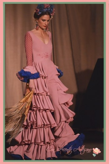 Traje de flamenca pantalón en rosa de Amalia Vergara en Emprende Lunares 2018