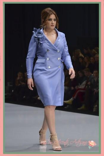 Vestido y chaqueta para tallas grandes en ultravioleta de Rosas Rosas en Code41 Trending
