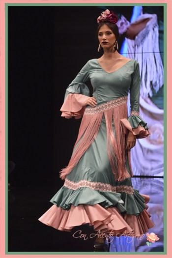 Traje de flamenca con flecos en el talle de Ángeles Copete