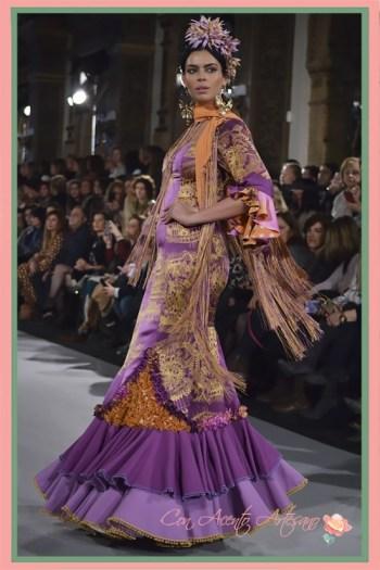Traje de flamenca estampado en lila y naranja de Ángeles Verano en We Love Flamenco 2018