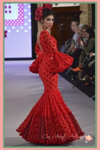 Traje de flamenca canastero de lunares rojos de Carmen Acedo