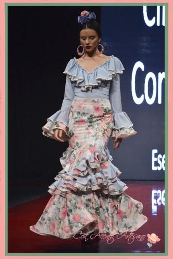 Traje de flamenca dos piezas con falda silueta sirena de Cinta Coronel