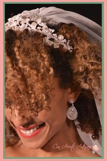 Pendientes de novia con pieza labrada en la trasera y didaema de flores de José Álvarez Joyeros