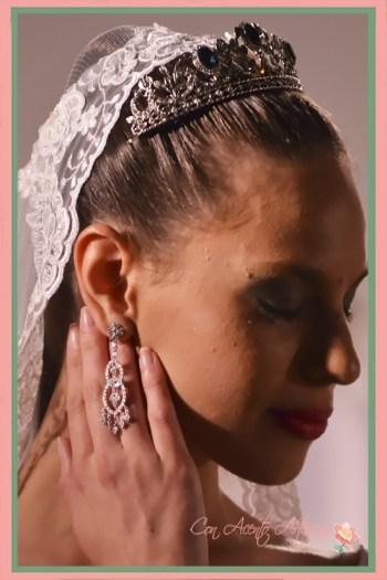 Tiara de novia con piedra incrustadas en simetría de José Álvarez Joyeros