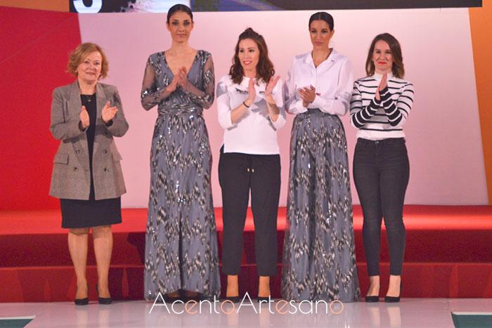 Manuela Martínez y su equipo tras su desfile en la Feria de la Moda