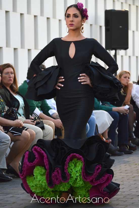 Traje de flamenca negro de enaguas en dos tonos de Pilar Arregui en Wappíssima 2017