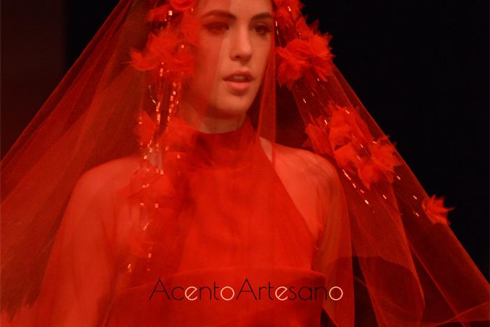 Cuello halter para vestido rojo de Joss Blake en Code 41 Trending