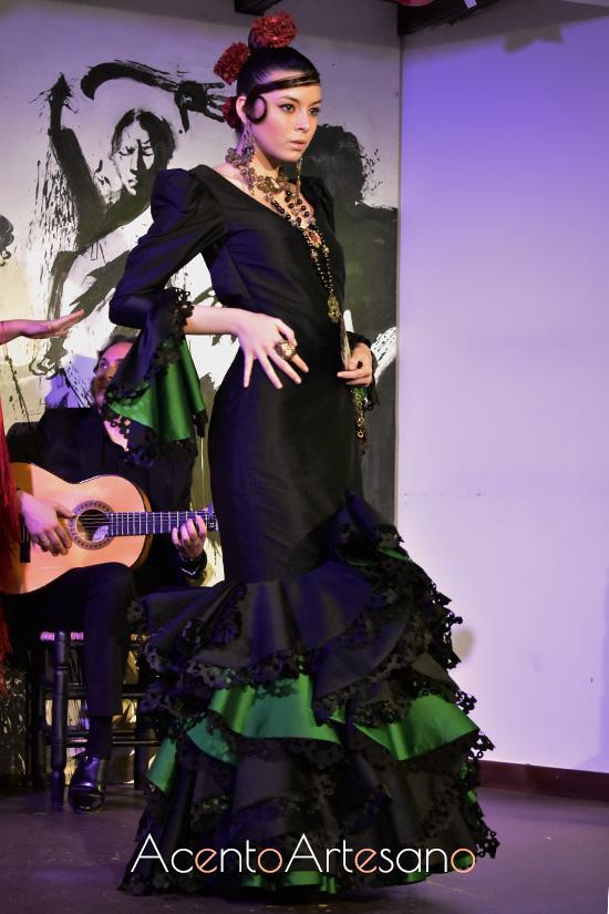 Traje de flamenca con tira bordá hecha con láser de Victorio y Lucchino