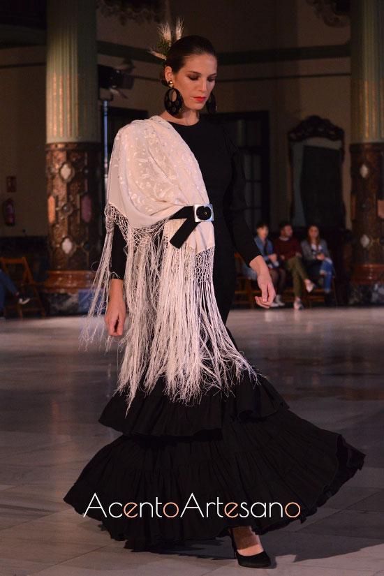 Traje de flamenca negro  de Alba Calerón