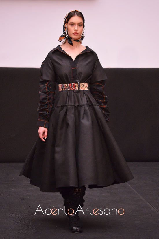 Vestido negro de Joaquín Dogo