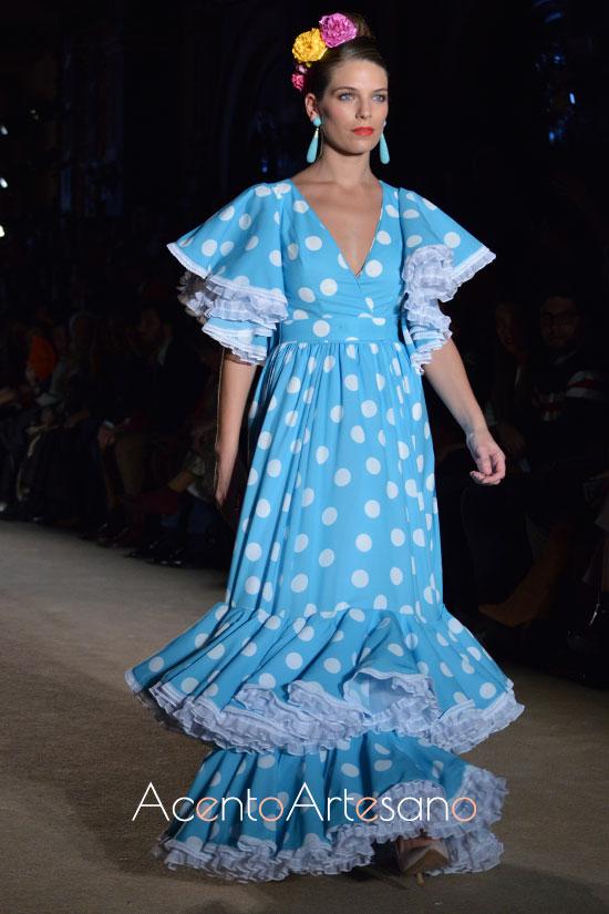 Traje de flamenca rociero de Carmen Acedo