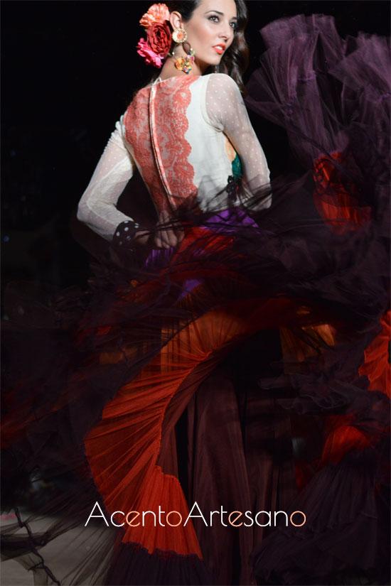 Traje de flamenca de vuelo canastero en gasa de varios colores de El Ajolí