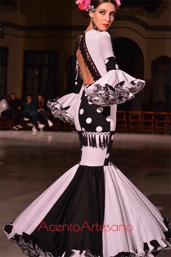 Traje de flamenca blanco y negro de Victoria García