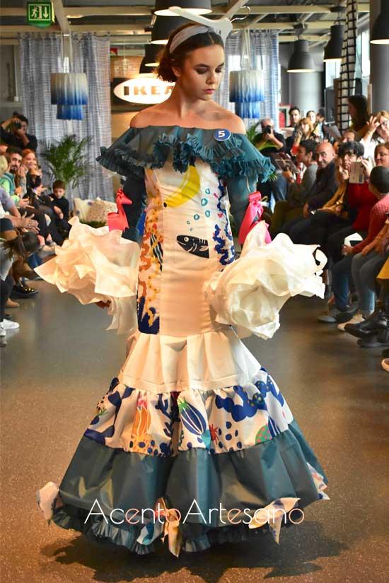 Traje de flamenca de Almudena Leal en Certamen Moda Flamenca IKIEA Sevilla