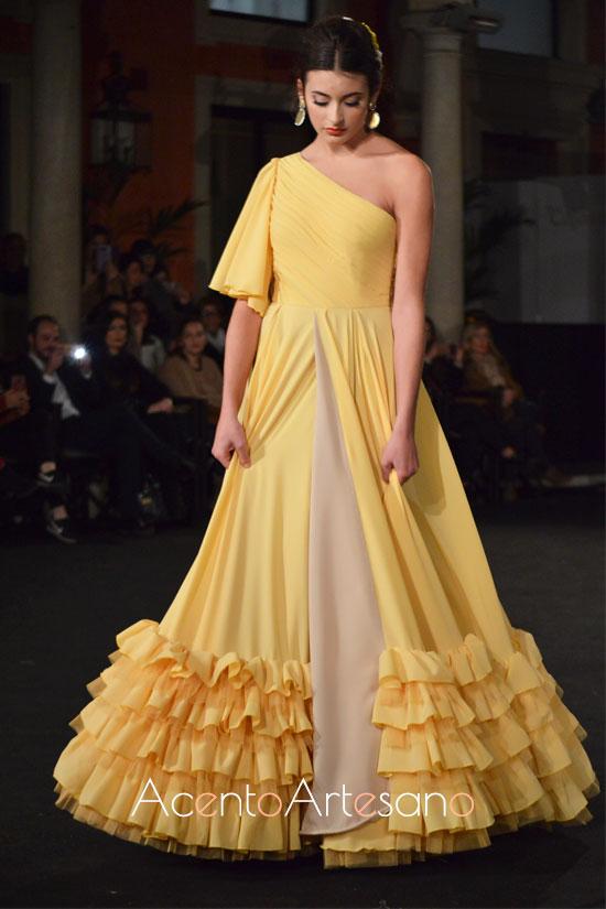 Traje de flamenca setentero y asimétrico de Fran Solís