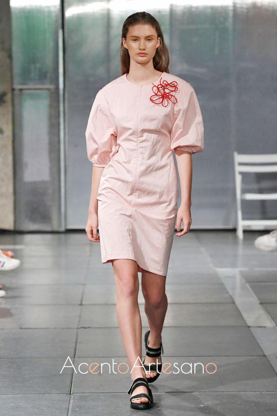 Vestido de mangas farol de Lexdeux en su nueva colección primavera verano 2020.
