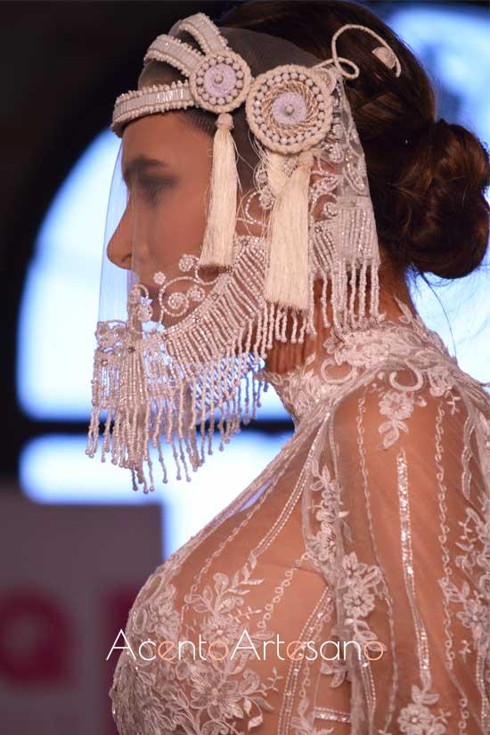Tocado para novias de Tolentino Hats para la nueva colección de vestidos de novia de Alejandro Postigo