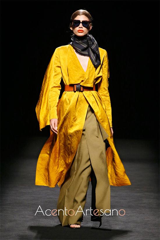 Abrigo y  falda de Oliva en la MBFWMadrid