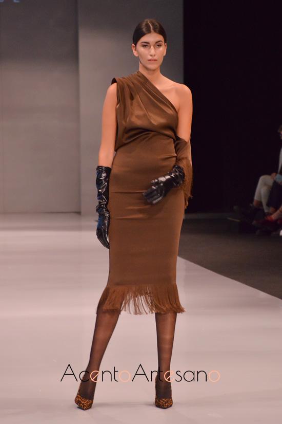 Vestido silueta lápiz en marrón de Antonio Luque