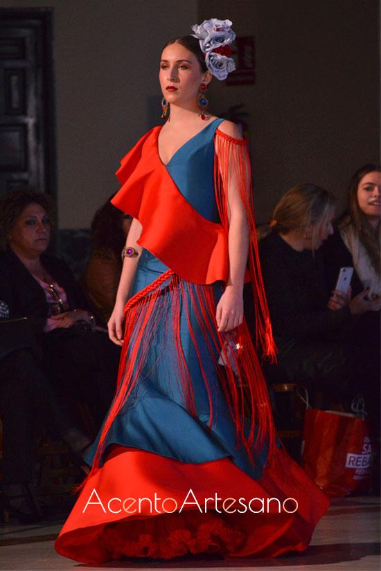 Traje de flamenca en azul y naranja de Beatriz Benítez