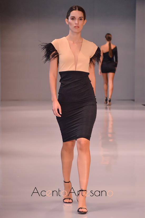 Negro y plumas para vestido tubo de Coco Me en Code 41 Trending