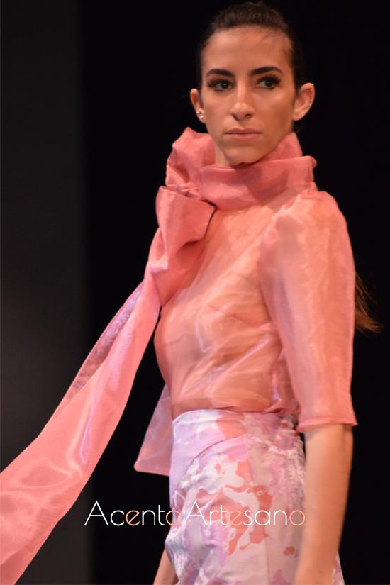 Lazada al cuello en estilismo de Consuelo García en cCode 41 Talent