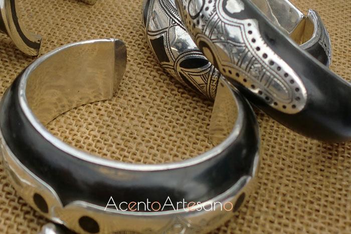 Pulseras y brazaletes de plata y madera de ébano en Gran Soho Alameda
