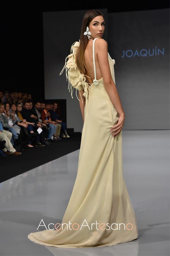 Vestido de fiesta con tiranta de cuerda de Joaquín Dogo para invitadas de boda