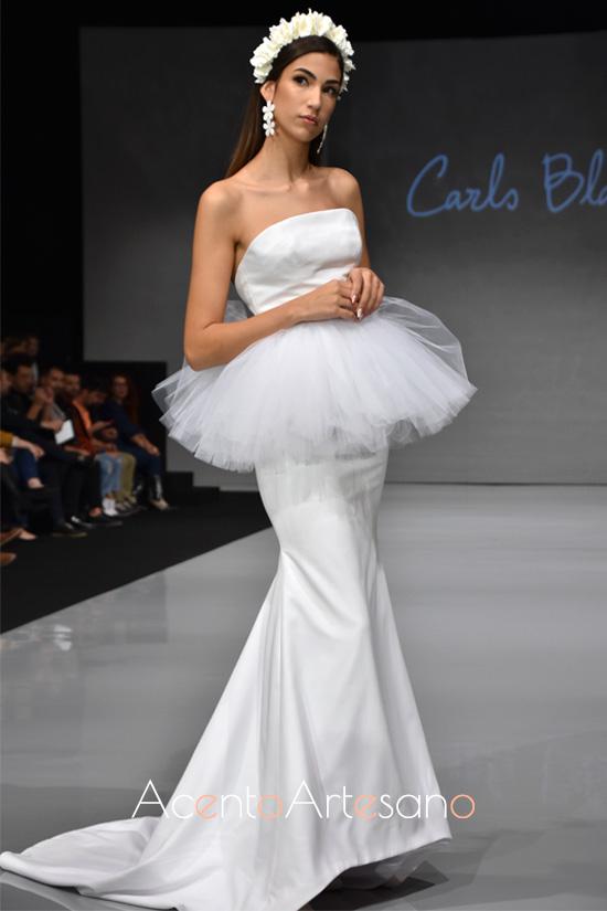 Vestido de novia estilo sirena con volante peplum de Carls Blanc