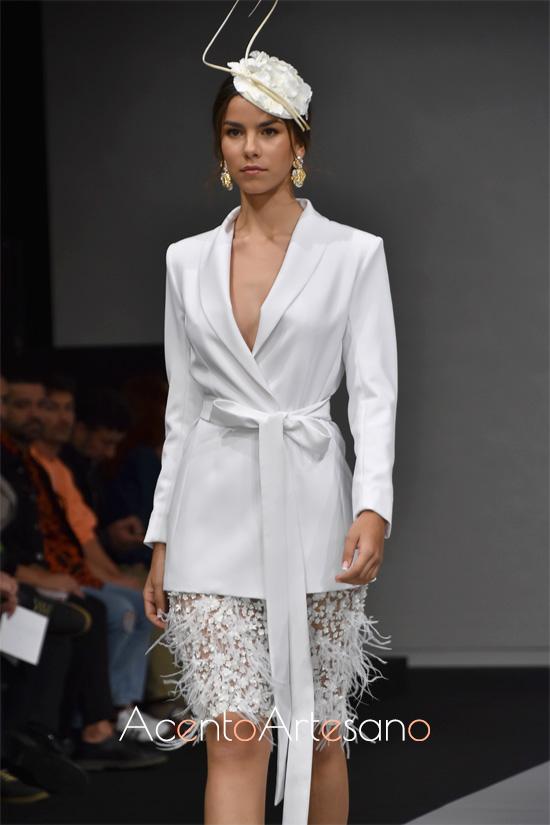 Chaqueta y falda para estilismo de novia en boda civil de Carls Blanc