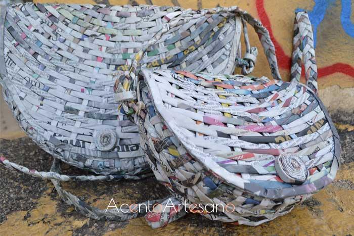 Bandoleras con asas ajustables de papel de periódico